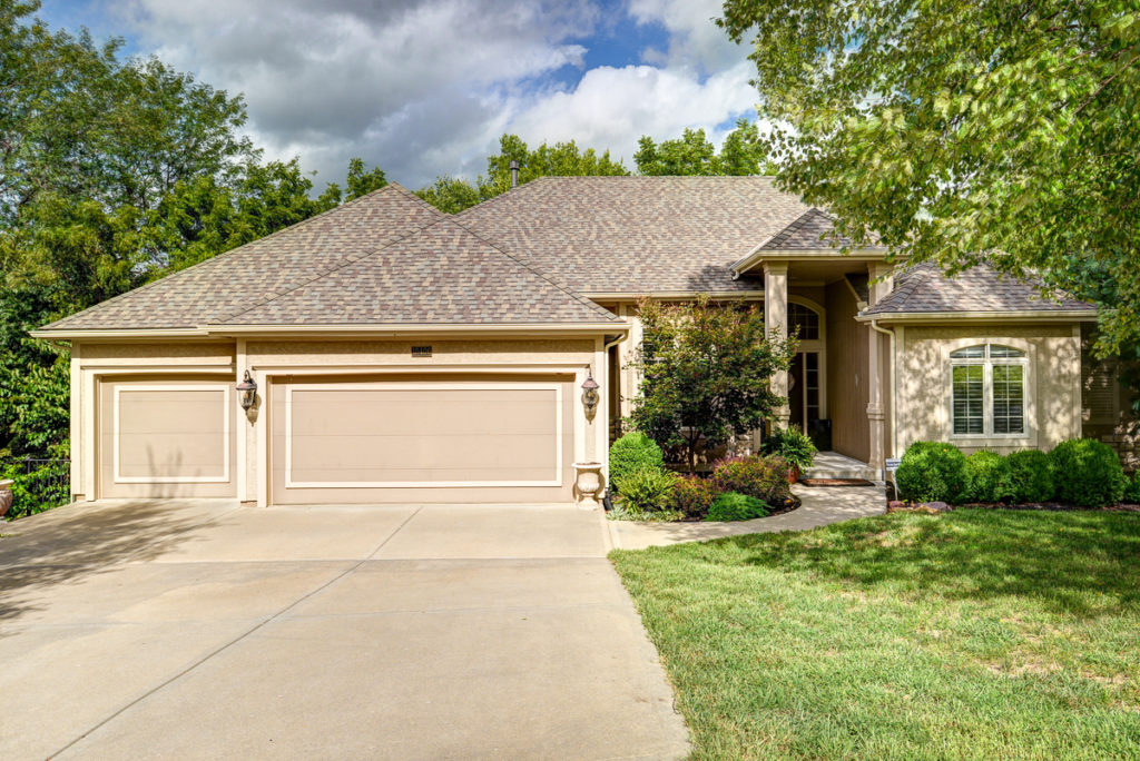 10406 NW River Hills Dr Parkville, MO 64152